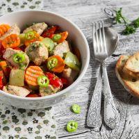 Mięsny kociołek z warzywami